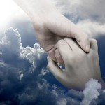 Sekuat Apapun Badai di Hidupmu, Yesus Selalu Memegang Tanganmu